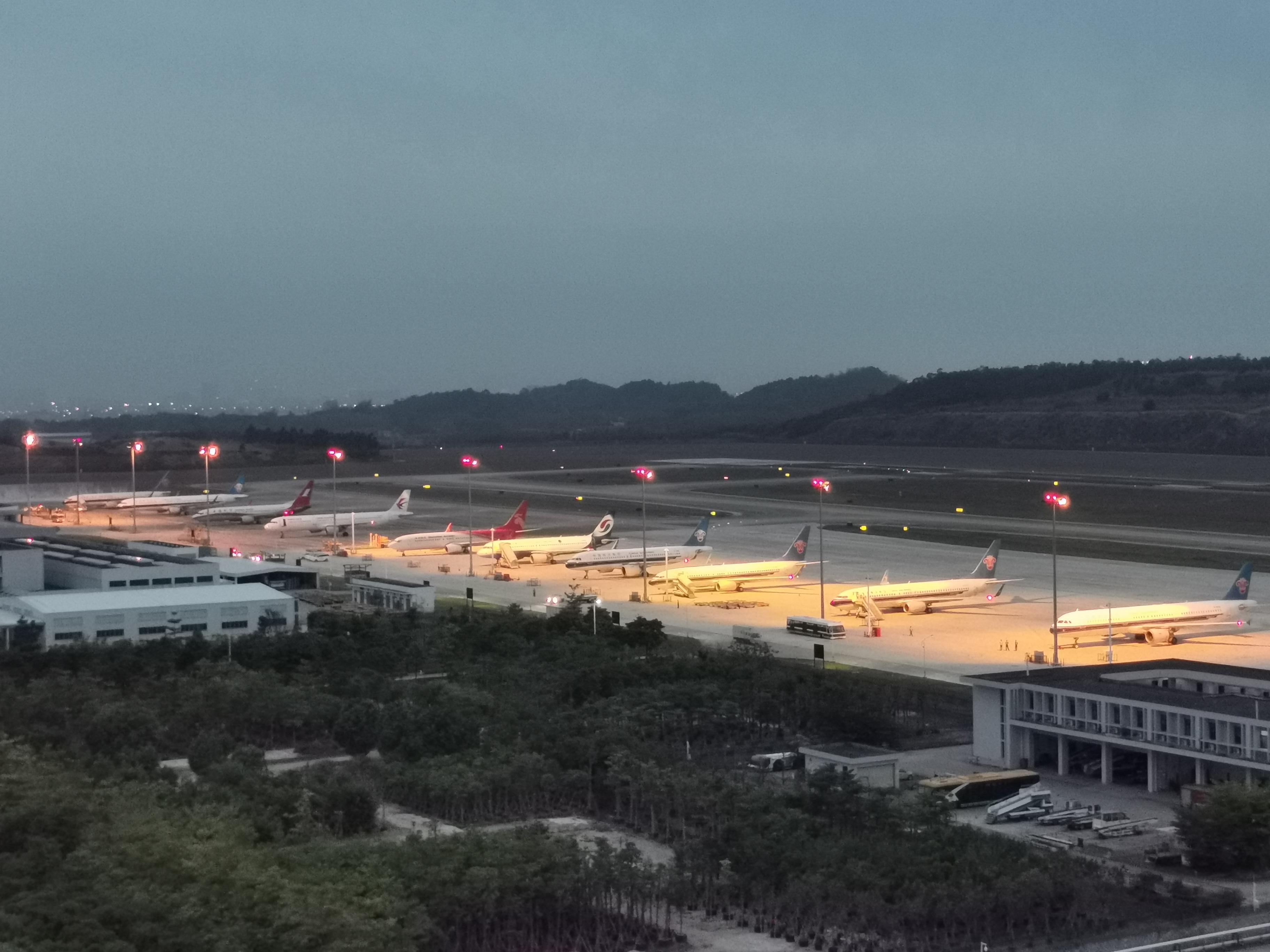 汕头空管站全力保障广州备降航班