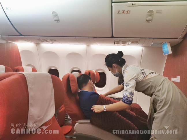 海南航空乘务长史婷:党员带头作表率 真情服务暖人心