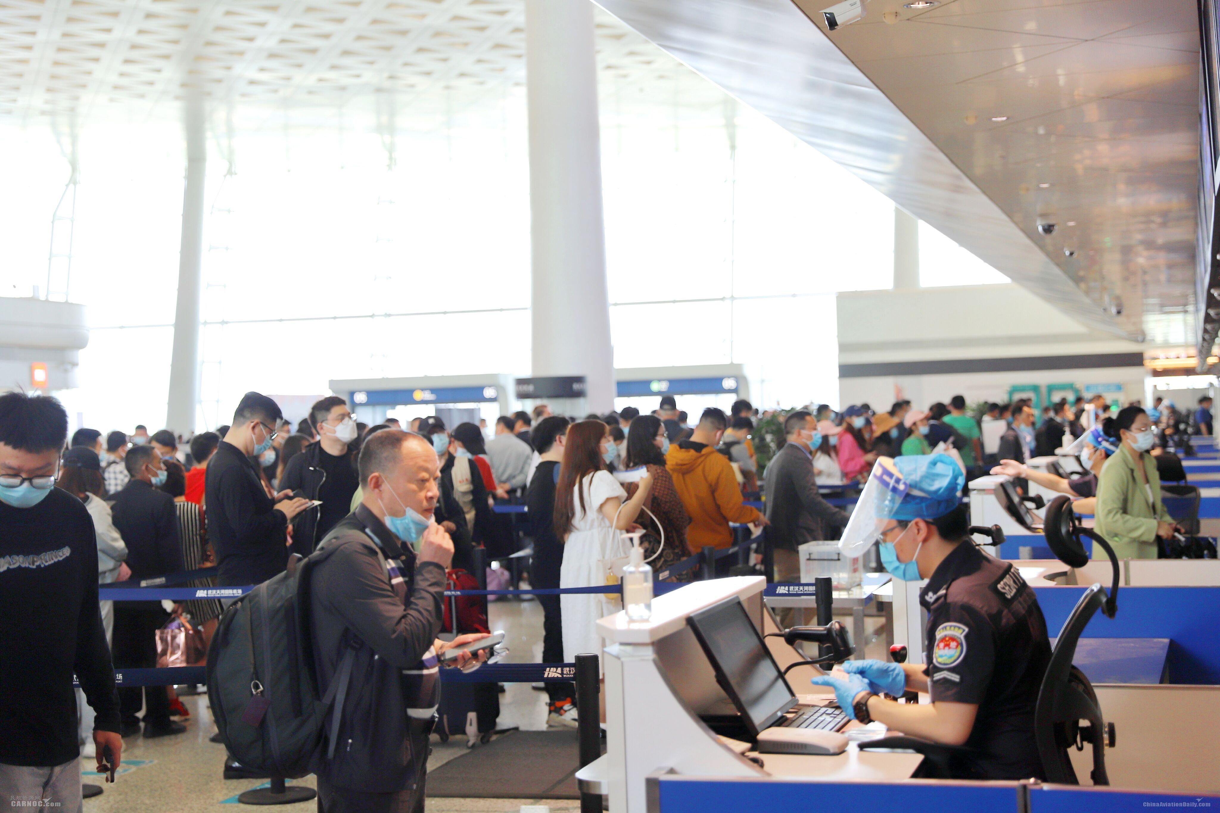 """武汉天河机场""""五一""""假期客流量创新高"""