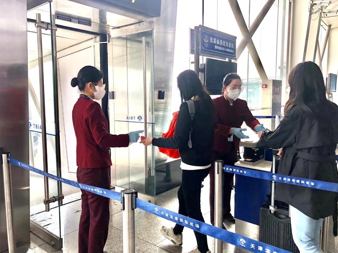 """服务旅客近100万人次 国航多措并举保障旅客""""五一""""顺畅出行"""
