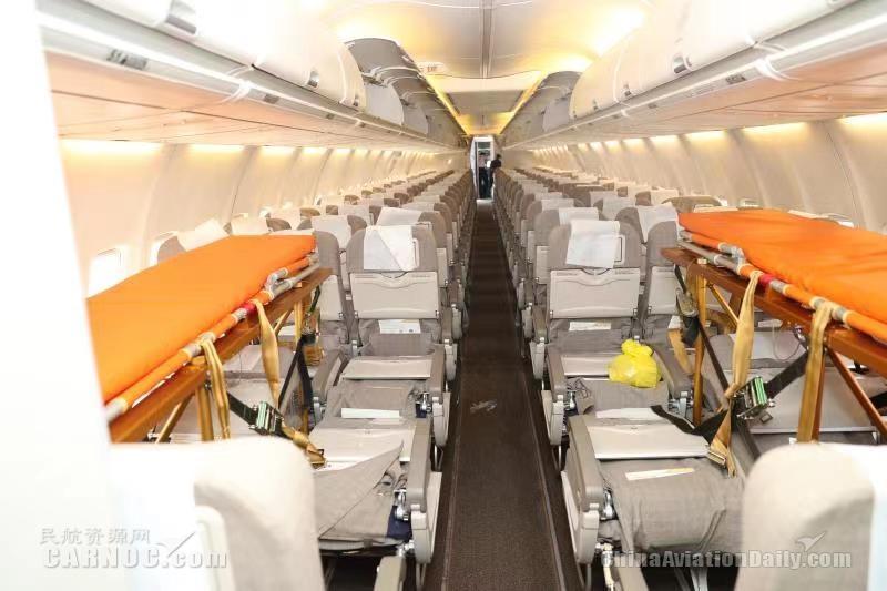 东航执飞首架运送灾区伤员航班顺利抵达昆明