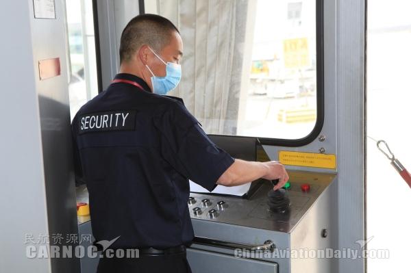 昆明长水国际机场举办登机桥操作技能竞赛