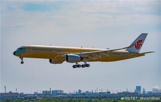 国航首架将于天津交付的A350来了。来源:微博网友@b787_dreamliner