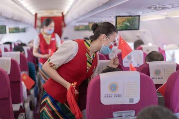 """西藏航空开展""""重温红色记忆,传承百年信仰""""机上活动"""