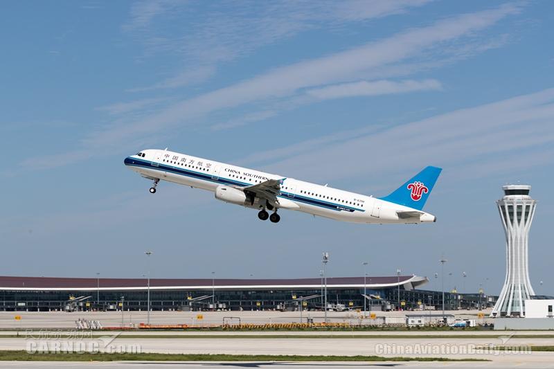旅客机上突发疾病 南航航班紧急备降北京大兴