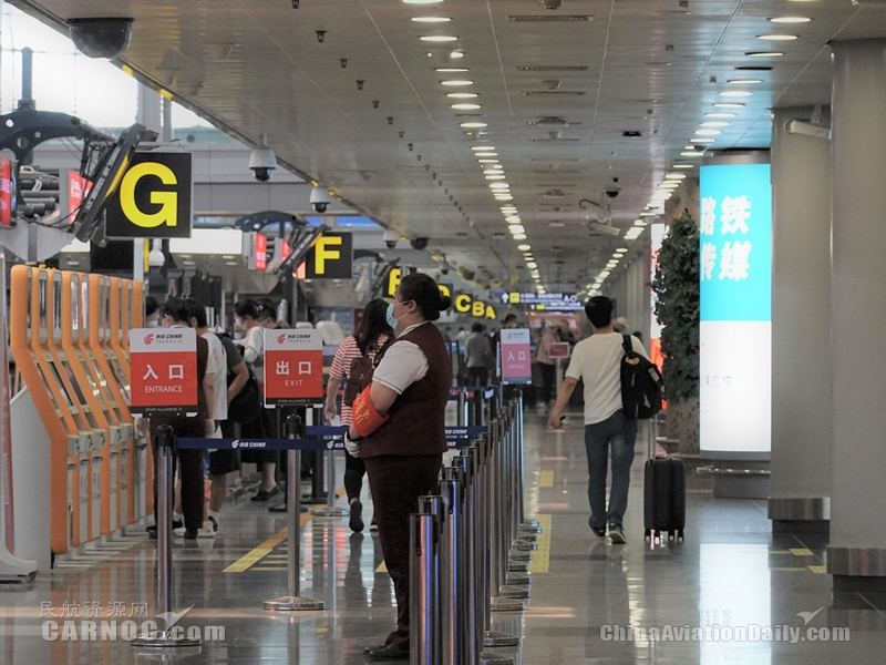 """首都机场""""端午节""""预计运送旅客41.4万人次"""