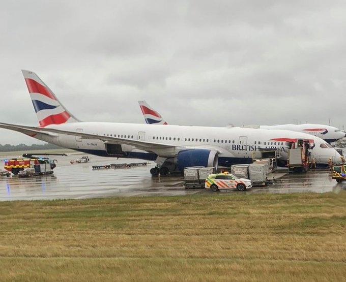 现场图:英航787遭遇前起落架坍塌