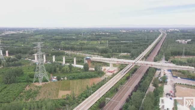北京两大机场联络线廊坊特大桥转体成功