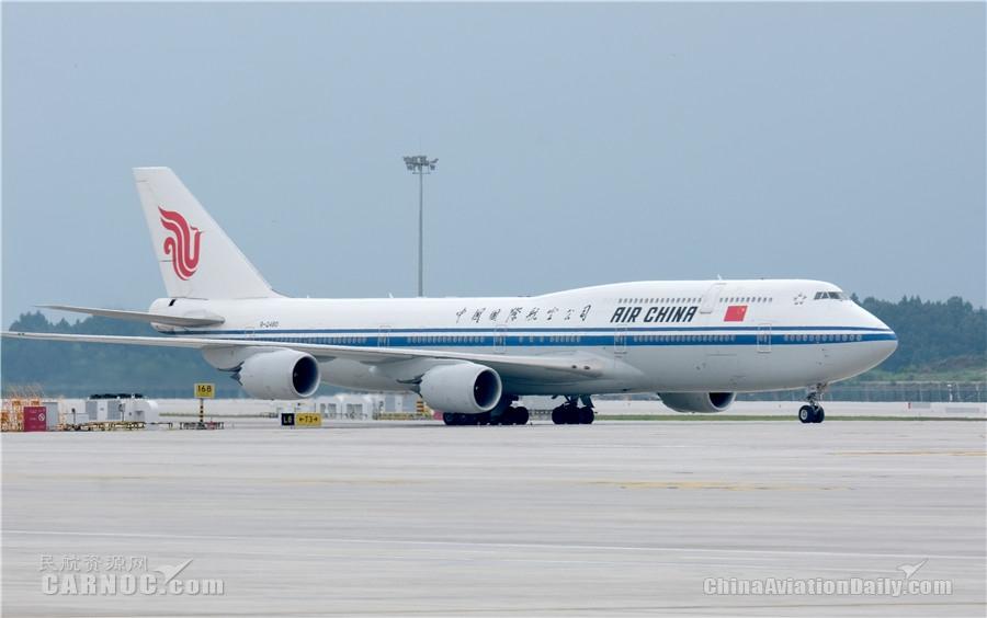 首航在即 国航747和A330锦礼彩绘机飞抵天府机场