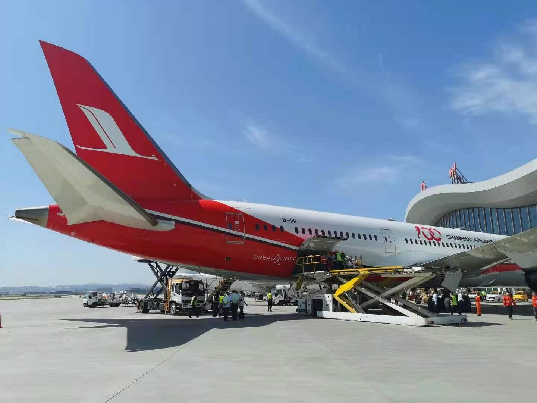 东航波音787首航兰州