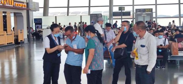 暴雨袭豫,南航贵州全力保障往返郑州旅客顺畅出行、有序退改