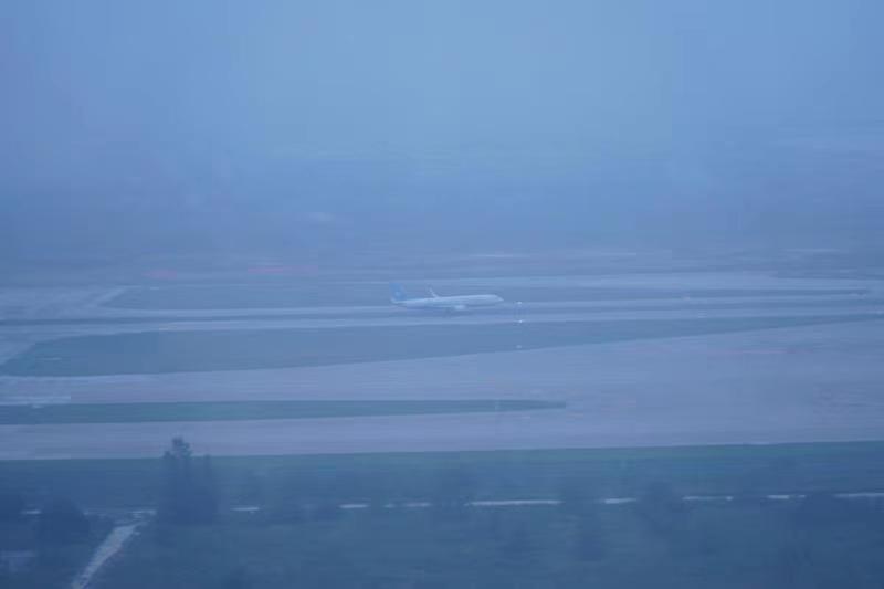 暴雨中的守望!河南空管分局全力保障第一架救援航班和客运航班