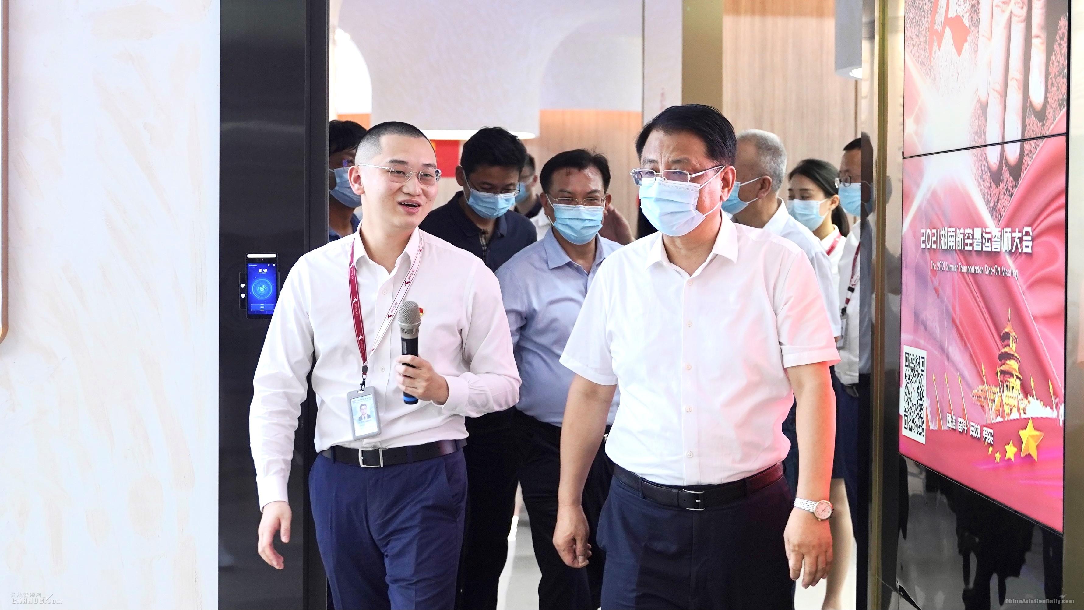 部分在湘全国人大代表走访湖南航空