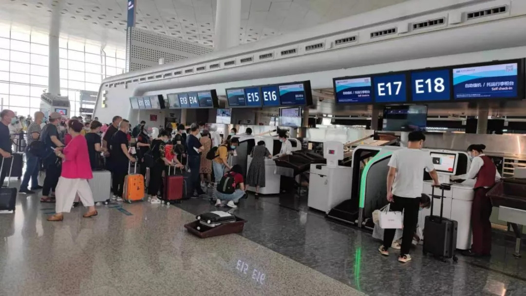 武汉天河机场可切换行李托运系统正式投运