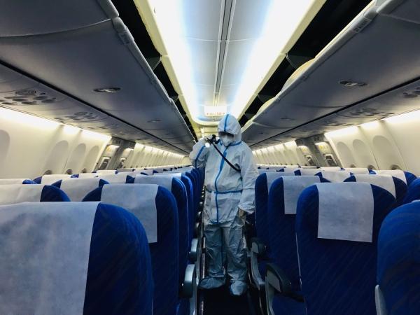 办实事、严防控,南航贵州为飞机全面消杀保障旅客安全
