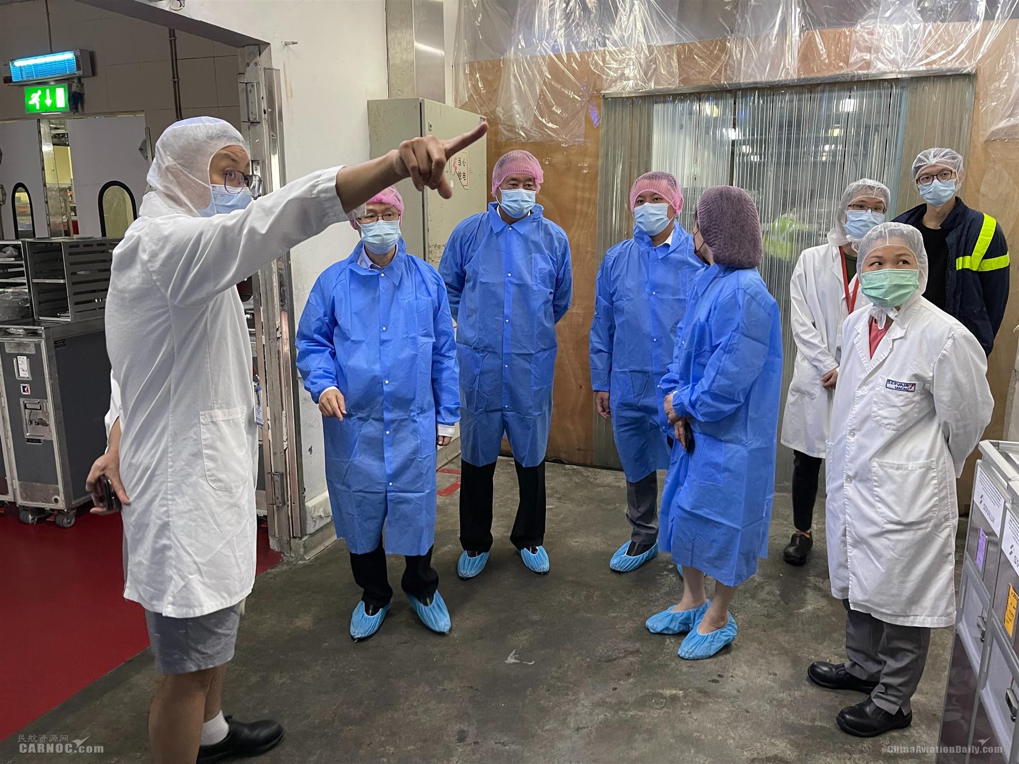 澳门机场执委会成员再前往机场前线检查防疫工作严堵漏洞