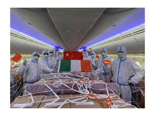 海航乘务组执行医疗物资运输航班