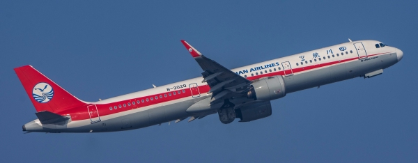 平博体育注册图片 全国低碳日 四川航空首个碳中和航班起飞