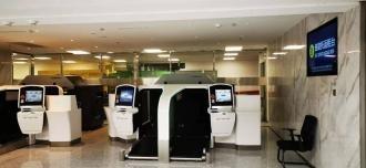 宾馆旁边值机、托运行李一体机