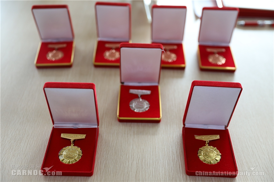 祥鹏航空8名飞行员获颁安全飞行奖章