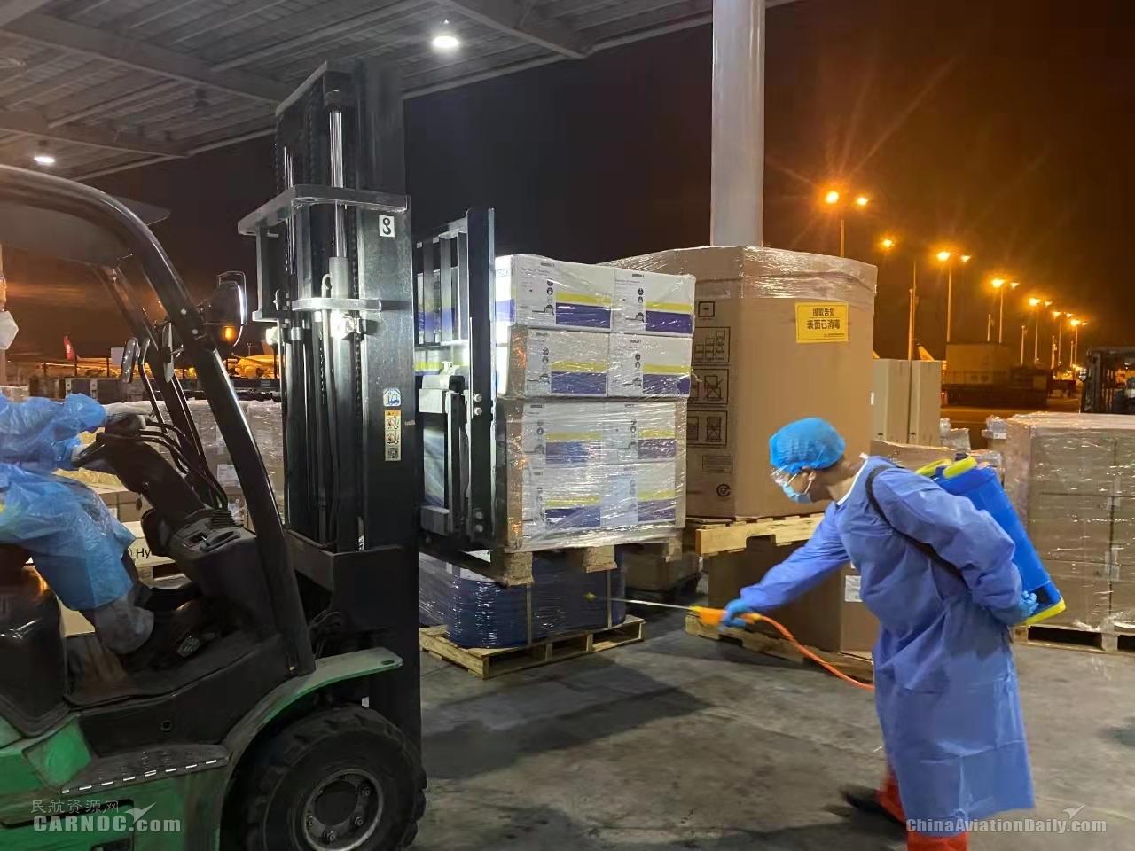 重庆江北机场每天消杀上百吨国际货物