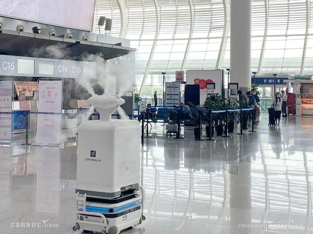 """合肥机场引进""""烛光""""智能机器人助力智慧化疫情防控"""