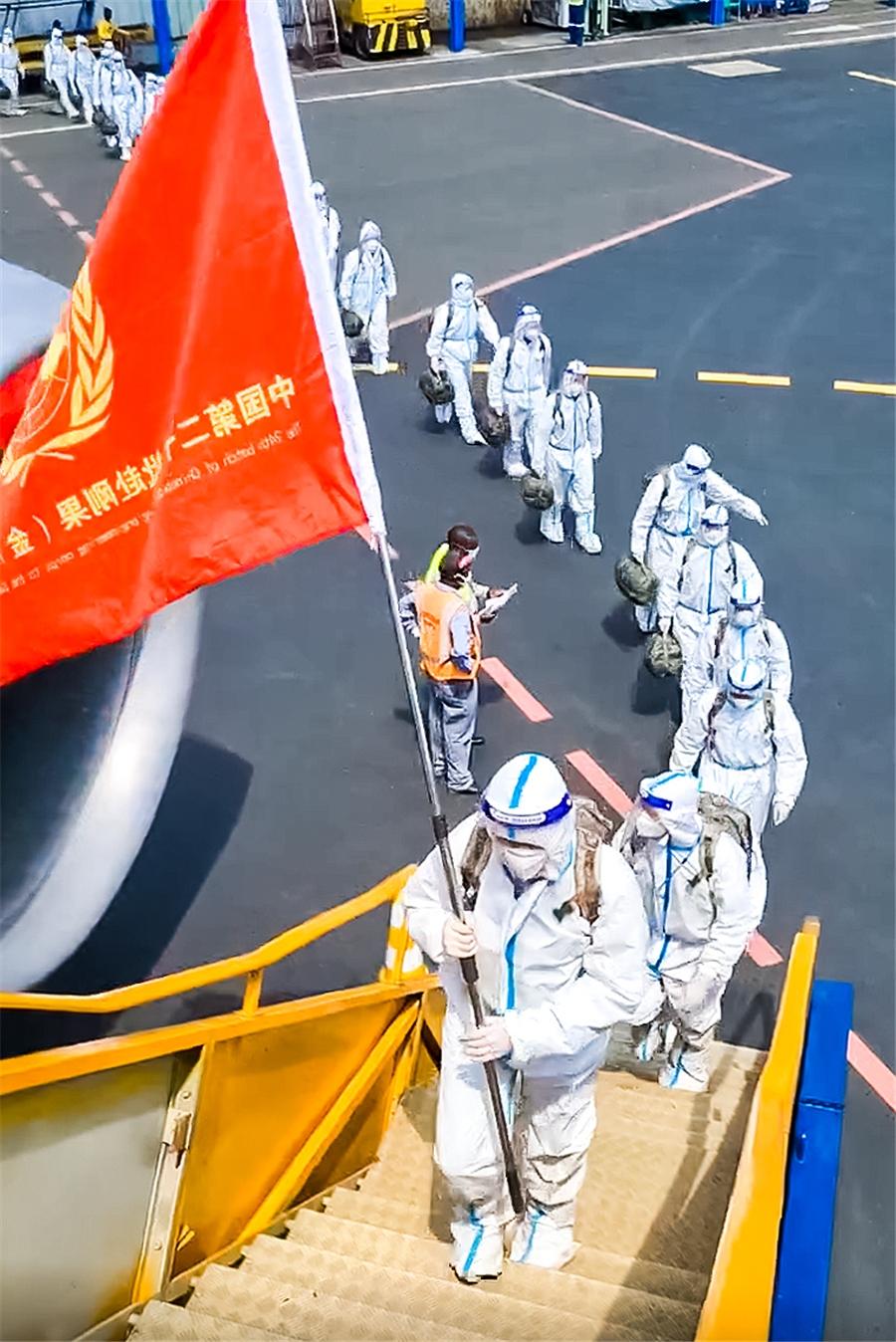 """厦航联合梦想号飞赴刚果(金)接送""""蓝盔勇士"""""""