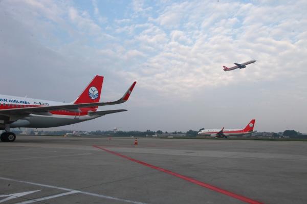 """中秋、国庆""""双节""""将至 川航计划新开多条客运航线"""
