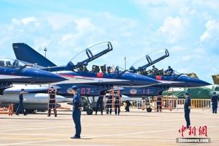"""中国空军""""八一""""飞行表演队抵达珠海"""