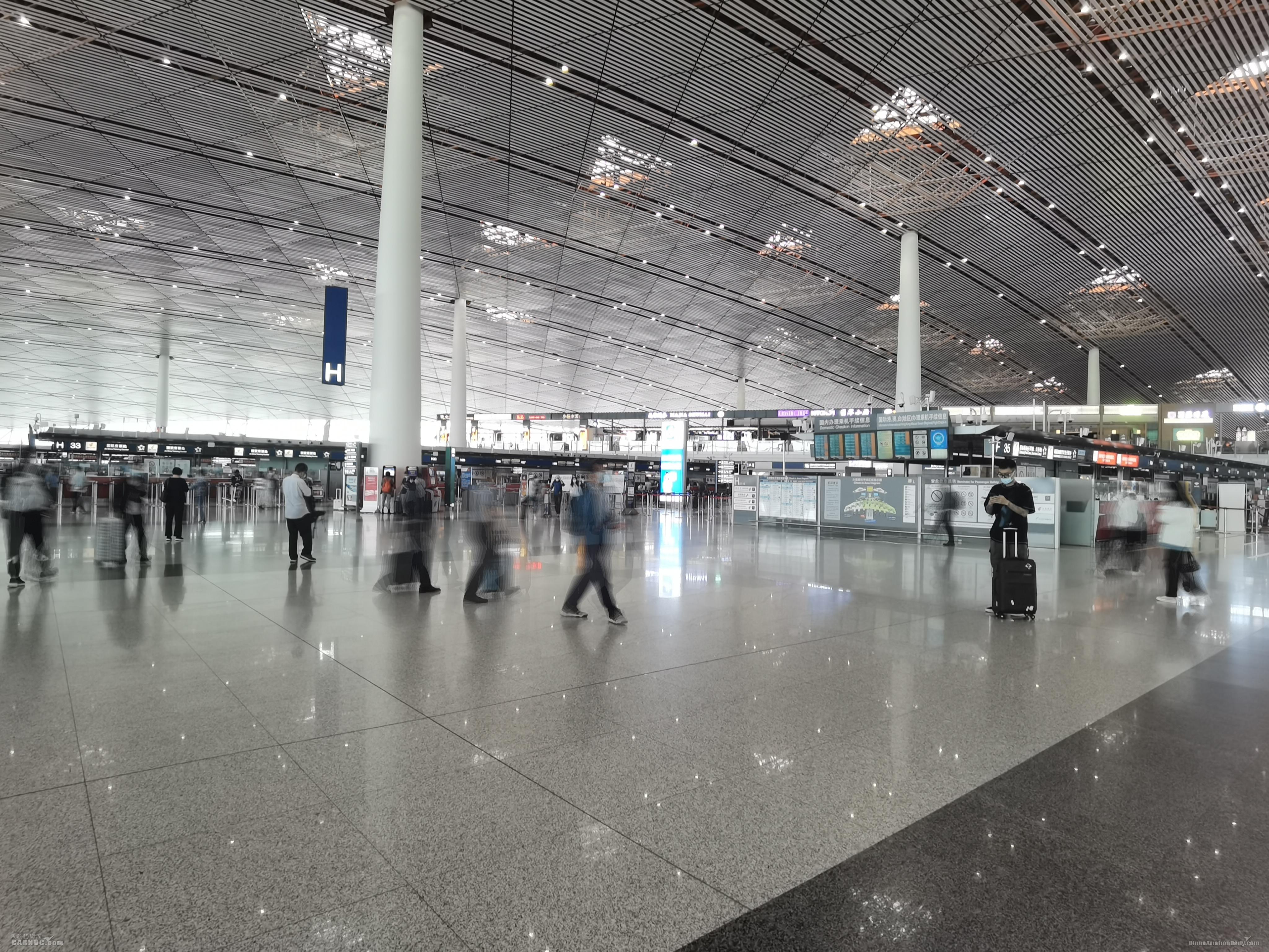 """首都机场""""国庆""""期间预计运送旅客88.9万人次"""