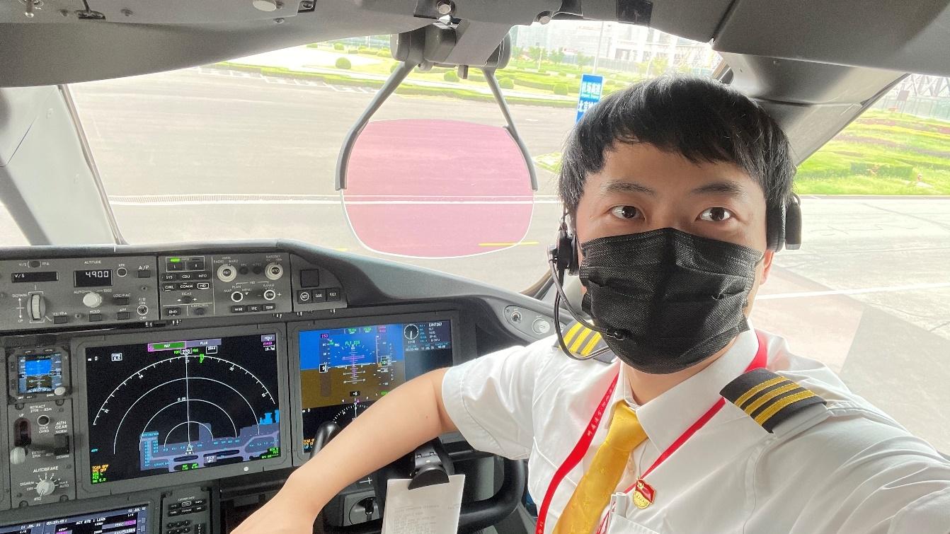 海南航空优秀共产党员张凌翔:正心前行,走在成为新时代党员飞行员的道路上