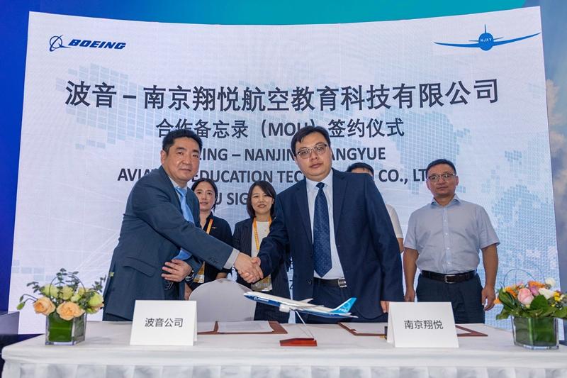 波音与南京翔悦在珠海航展签署飞行员培训项目协议