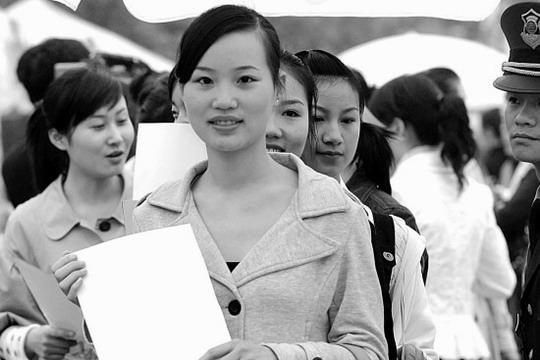 南航空姐杭州赛区海选 共150名漂亮女孩竞聘