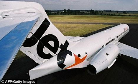 澳飞行员发短信忘放起落架 客机着陆时失败