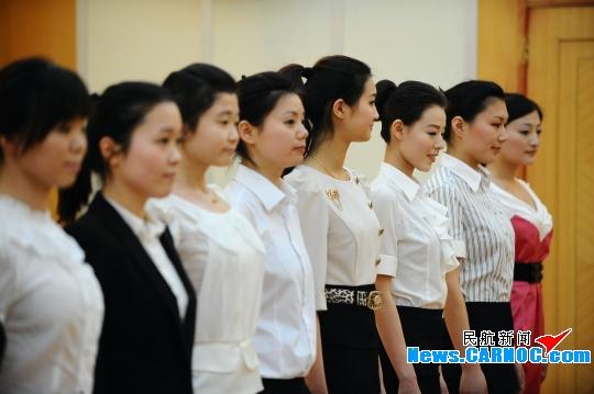 電視臺實習記者采訪招空姐