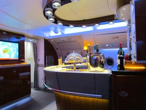 品味顶级商务舱酒吧 航班旅途消遣绝佳选择