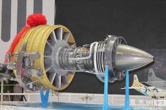 """图2:大型商用发动机""""长江""""1000a模型.摄影:齐越"""