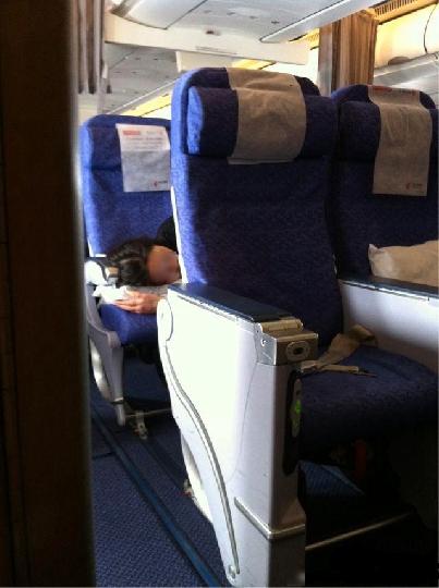 看机上个别乘客素质欠缺的行为和空乘的无奈 - 电子四组 - 浦东电子四组
