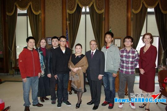 美华盛顿副州长接见中国民航飞行学院留学生