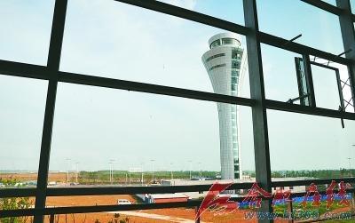 新桥国际机场68米高塔台巍然矗立