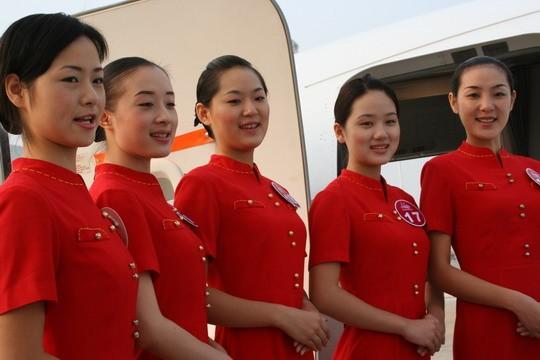 新闻评论 2006南航 中国 新空姐在武汉天河机场亮相图片