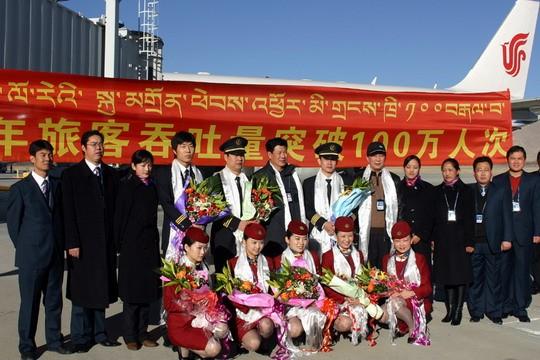 图片 国航乘客荣膺拉萨贡嘎机场百万荣誉旅客