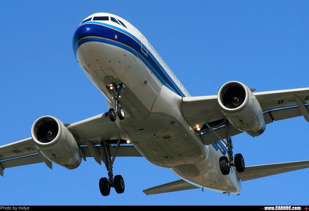 飞机的星形�yb�9�._飞机编号:b-6040 所属公司:中国南方航空公司 飞机型号:airbus a319