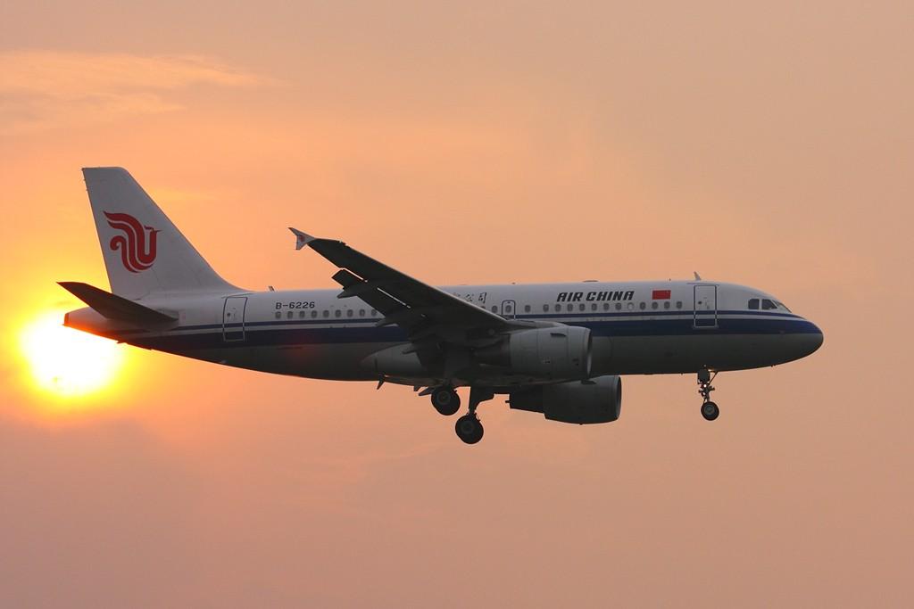 飞机的星形�yb�9�._飞机编号:b-6226 所属公司:中国国际航空公司 飞机型号:airbus a319